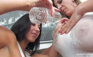 Atrizes gostosas na putaria lesbiana