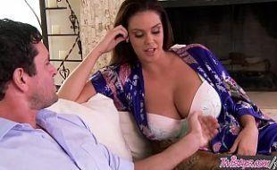 Alison Tyler em porno real transando com o vizinho