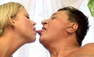 Comendo a filha de esposa nova
