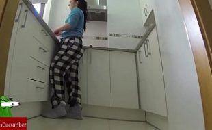 Fodendo a cunhada gostosa na cozinha