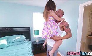Novinha fazendo sexo brutal