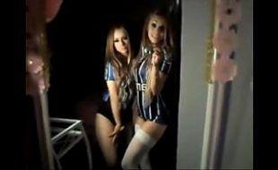 Novinhas gêmeas gremistas de shortinhos curtos sensualizando