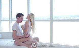 Baixar video porno com a loirinha magrinha