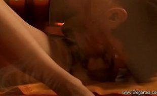 Filme exótico com a loira sensual na transa