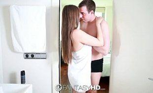 Fodendo A Grande Peituda Branquinha Dentro Do Banheiro
