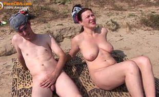 Sexo explicito na praia de nudismo