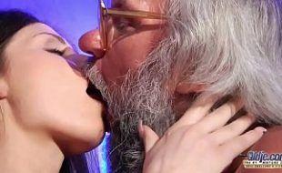 Video incesto filha transando com pai bêbado