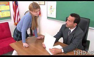 Aluninha greluda trepando com professor na sala de aula