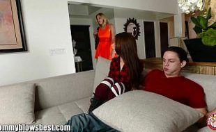 Foi doloroso ver irma chupando seu namorado
