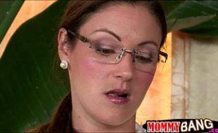 Mãe pegou no flagra filha Samantha fudendo com namorado