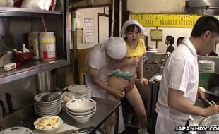 Menina japonesa sendo abusada pelo pai tarado
