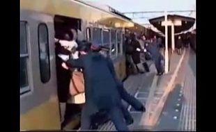 Pornor mulher estuprada no metrô