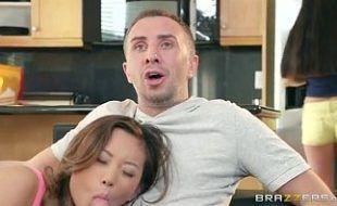 Botou sua namoradinha safada pra chupar e foder gostoso com ele