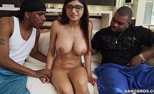 Mia Khalifa fazendo sexo anal brutal e forte